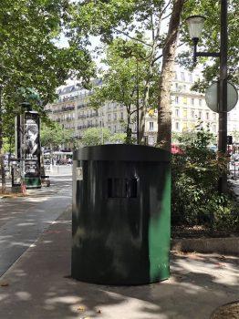 "<span class=""title"">パリで古着をリサイクル</span>"